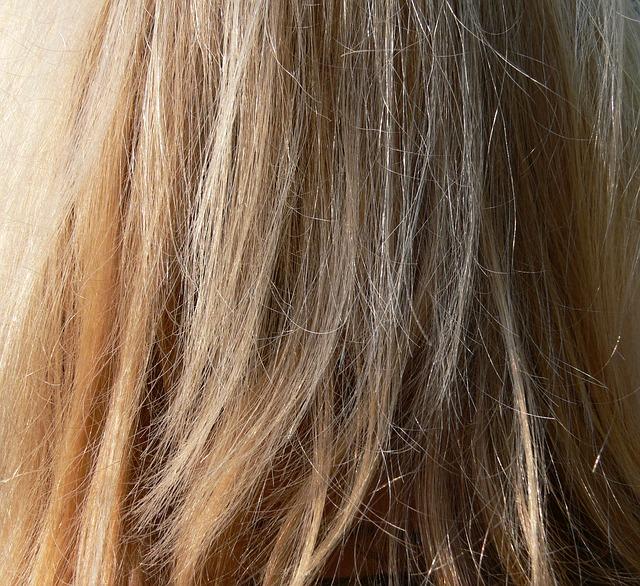 ブリーチした髪に黒染め(おしゃれ染)しても色抜けするのはなぜ?