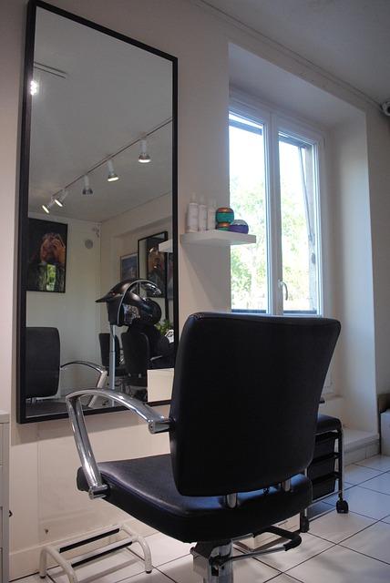 カットが下手な美容師に切ってもらったら髪が落ち着かない?