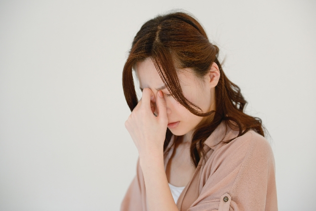 めまいや耳鳴りが治らないのはストレスによるホルモンバランスの乱れかも?